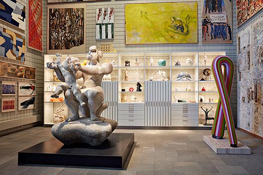 Svenska salen, i förgrunden modell av Bror Marklund, i bakgrunden museets nyinstallerade arkivskåp. Foto: Johan Persson