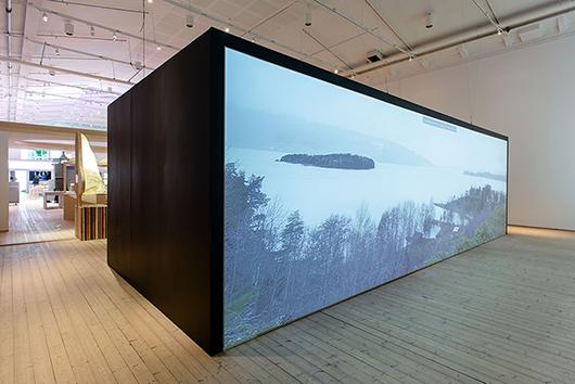 Minnesplatser över 22 juli-attentaten i Norge. Jonas Dahlbergs dokumentation av arbetet med minnesplatserna Memory Wound vid Utöya och minnesplatsen vid Regjeringskvartalet i Oslo.