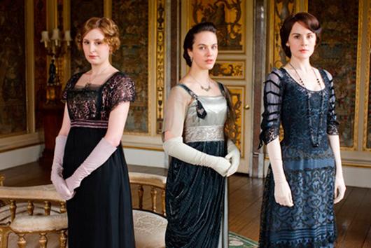 De tre förnäma systrarna i tv-serien Downton Abbey: Lady Edith, Lady Sybil och Lady Mary.