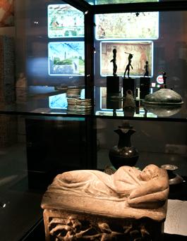 Etrurien var rikt på metall och etruskerna var skickliga hantverkare, något som öppnade för handel och blomstrande städer.
