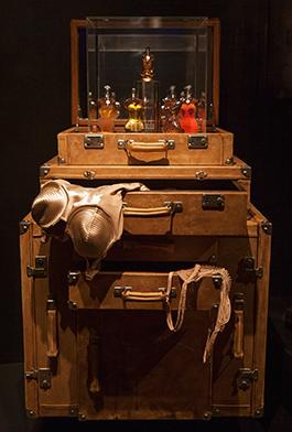 The Boudoir är rubriken på ett av utställningens teman. Foto: Christine Sjöberg