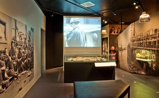 Utställningen utgår från bilder och modeller som presenteras på ett varierat sätt. Ändå är det något som fattas.