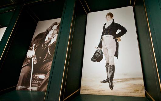 Som klassiska dandyer räknas Oscar Wilde och Beau Brummel.  Foto: Karolina Kristensson, Nordiska museet
