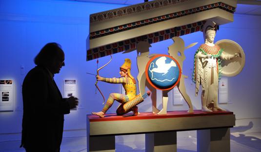 Vinzenz Brinkmann berättar om den här delvis färgrekonstruerade skulpturgruppen från Afaiatemplets västra gavelfält.