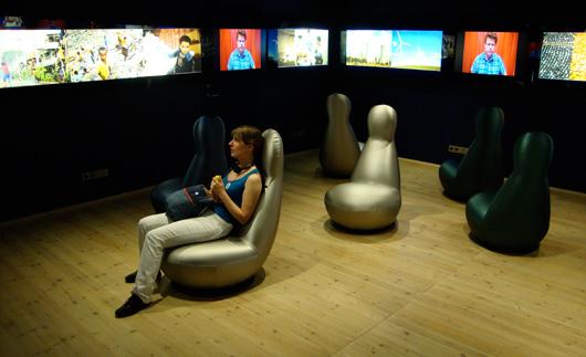 Avslutningsrummets utformning, men inte dess innehåll, hänger ihop med den övriga utställningen.