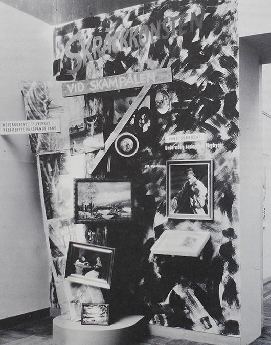 """""""Skräckkonsten vid skampålen"""" på Nationalmuseum 1945. Foto: Nationalmuseum"""