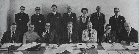 Ledamöterna i MUS 65 med ordförande Lennart Holm i mitten. Riksutställningars först anställde Jan Hjorth stående längst till höger.
