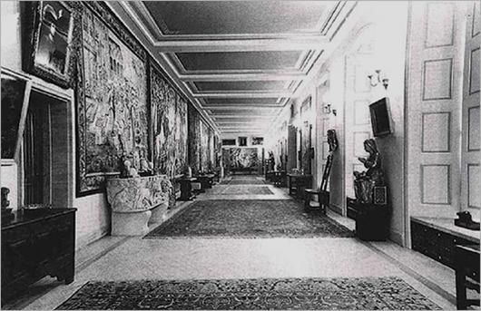 Hermann Görings representationsbostad Carinhall (uppkallad efter hans svenska hustru) inreddes med stöldgods.