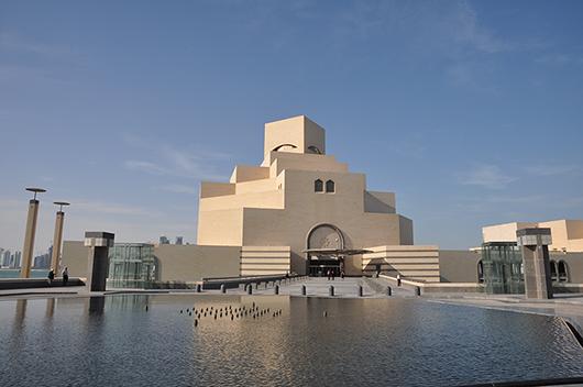 För Museum of Islamic Art byggdes en egen ö, så att inget skulle störa intrycket. Ambitionen var att placera Doha på kartan över världens mest spektakulära museibyggnader. Museet invigdes 2008 och har följts av ytterligare flera stora museisatsningar i Qatar. Foto: Museum of Islamic Art