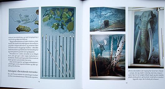 Ett av uppslagen i den rikt illustrerade boken får visa hur Flemming Bau ständigt förmår anpassa tekniken till syftet att förmedla ett innehåll så tydligt som möjligt.
