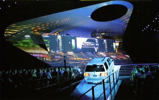 Ford ville ha något fullständigt annorlunda, något som inte gjorts tidigare. Vi skapade en dramatisk, storslagen form som hade metaforiska undertoner men också fungerade praktiskt. Det säger Martin Grant, ledande 3-D designer på Imagination om gestaltningen av ett evenemang för Fords insäljning av nya bilmodeller i Las Vegas.