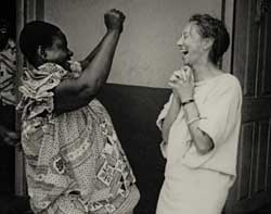 Birgit Åkesson i Afrika 1968.  Foto: Andrew Saba Tetteh.