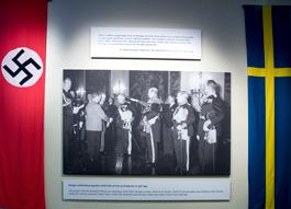 En svensk delegation som uppvaktar Hitler på hans födelsedag. Foto: Miguel Munzor R