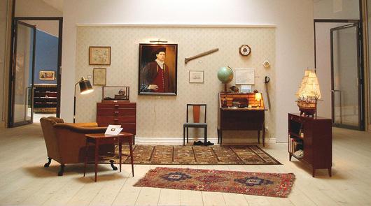 Bo Anderssons herrum, med minnen från släktingen Pehr Carlsson. En fiktiv historia som kunde varit sann. Här utställd i Botkyrkas konsthall 2004.
