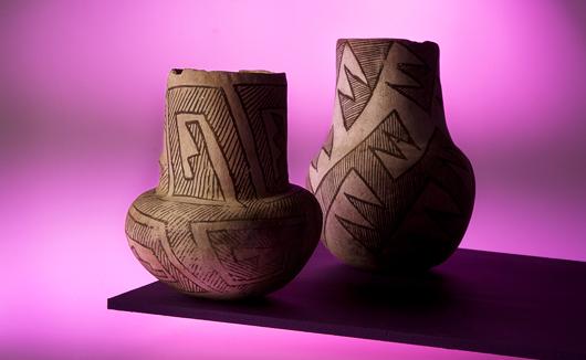 Hur kan dessa kärl från Anasazifolket från år 1000 bli begripliga i en utställning...