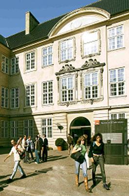 Ingången till Nationalmuseet i Köpenhamn.