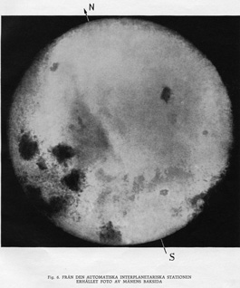Månens baksida. Bild ur De första fotona från månens baksida, Moskva 1960