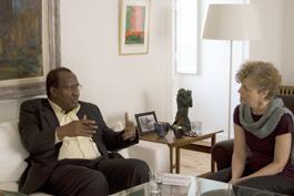 Alpha Oumar Konaré i samtal med Elisabet Olofsson.