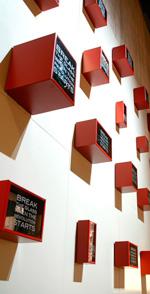 Flera konstnärer medverkar i utställningen med fristående verk. Här ett utsnitt ur Wall storage.