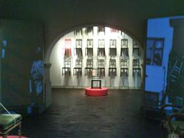 Det andra rummets installation om original och IKEA-kopior.
