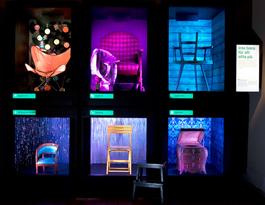 """I utställningens fjärde och avslutande rum illustrera stolarna sex olika teman. Ovan temat """"Inte bara att sitta på""""."""