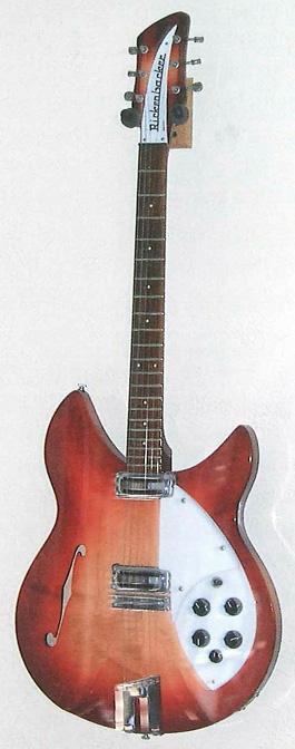 En av de tre gitarrer som Melanie Salisbury har behållit som minne av sin man, passagerare på ett av planen som flögs in i World Trade Center den 11 september 2001. Foto Margrit Wettstein.