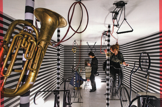 Konstgalleriet MU i Eindhoven, Holland ligger i en fabrik. Utställningen Visit 2008-2009 är skapad av den danske designern, konstnären och trumslagaren Henrik Vibskov.